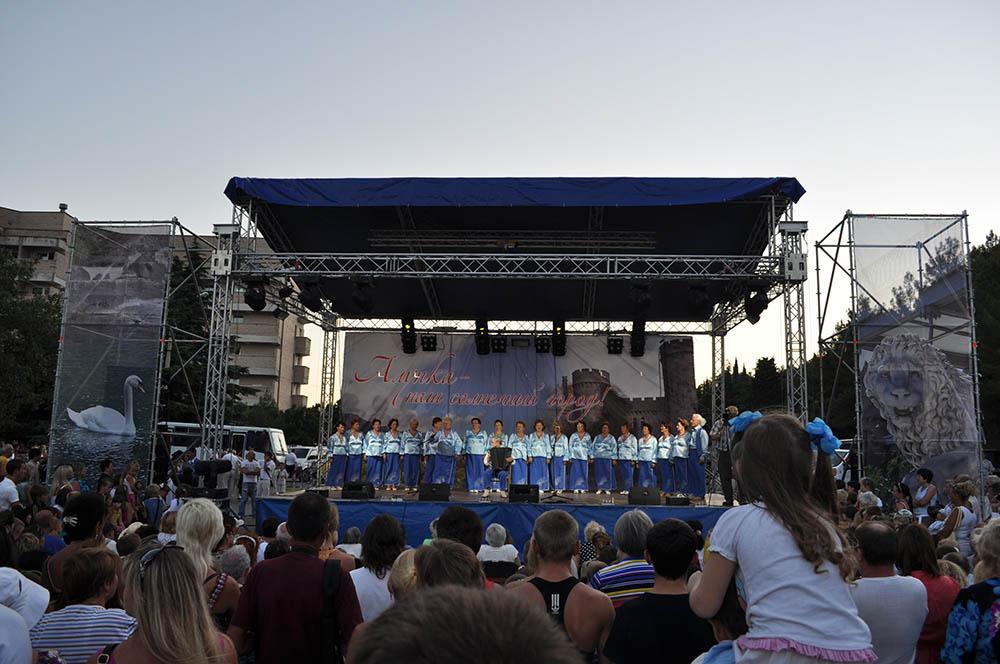 Концертная сцена в Алупке