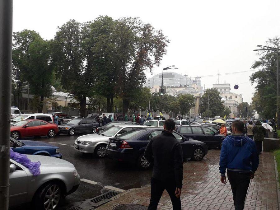 АвтоЄвроСила під ВР зібрала 10 000 «євроблях» на протест, щоб захистити автівки від конфіскації (ВІДЕО)