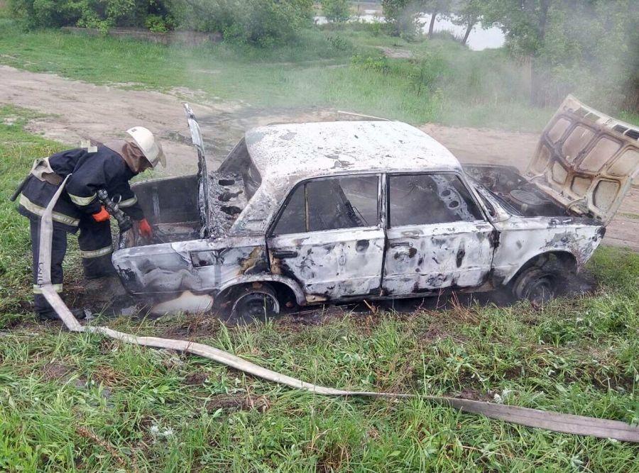 В Бучі згоріла автівка
