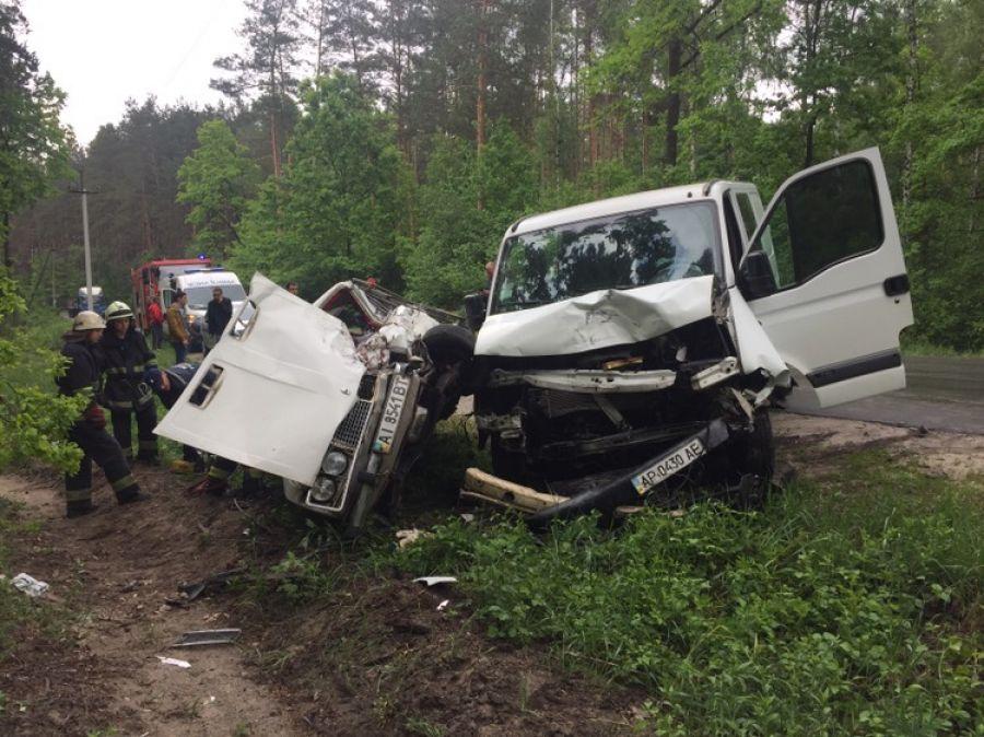 14 квітня між с. Стоянка та м. Ірпінь рятувальники провели деблокування потерпілого з авто