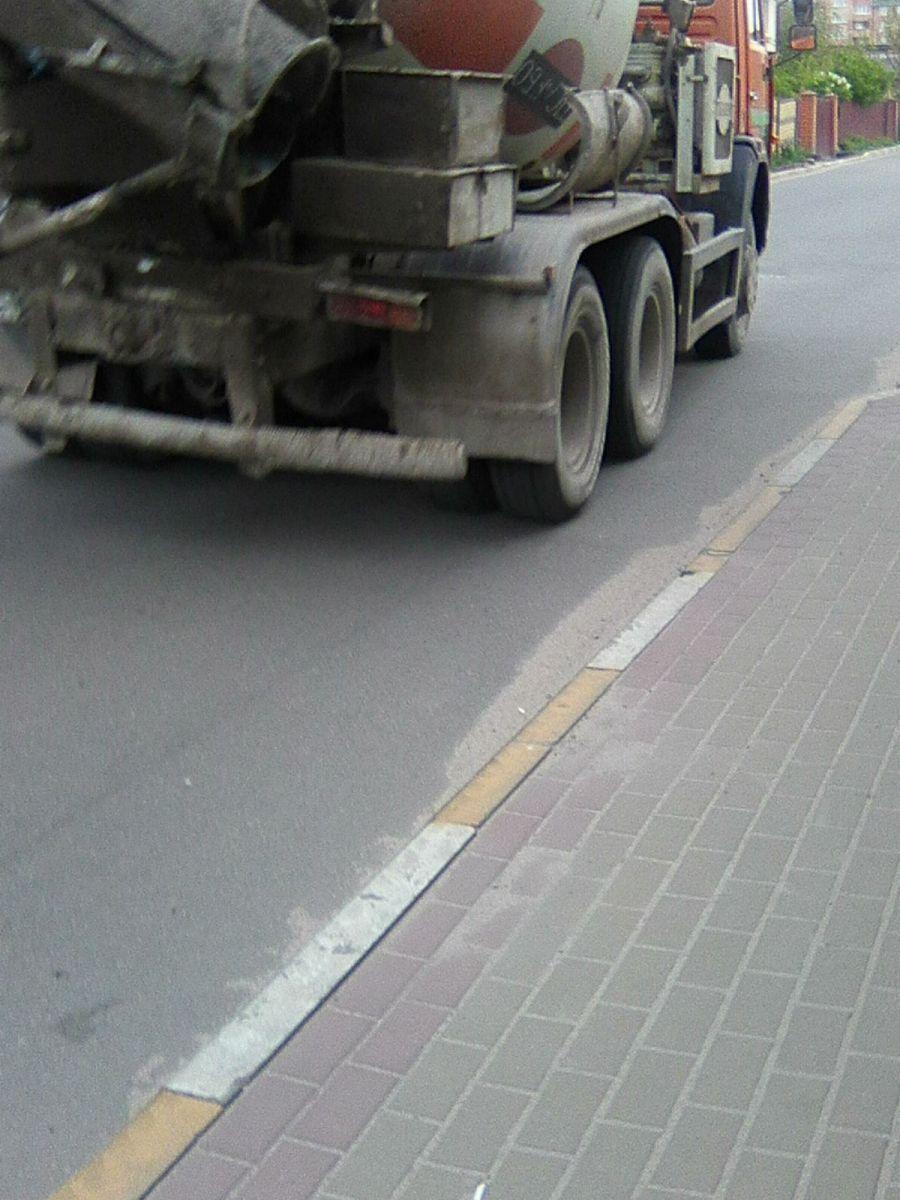 Заборонити рух вантажного транспорту вулицею Північною - вимога громади.